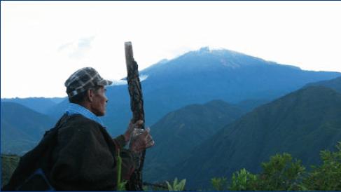 The' Wala (Médico Tradicional) haciendo un ritual para la armonización del Nxadx (Nevado).