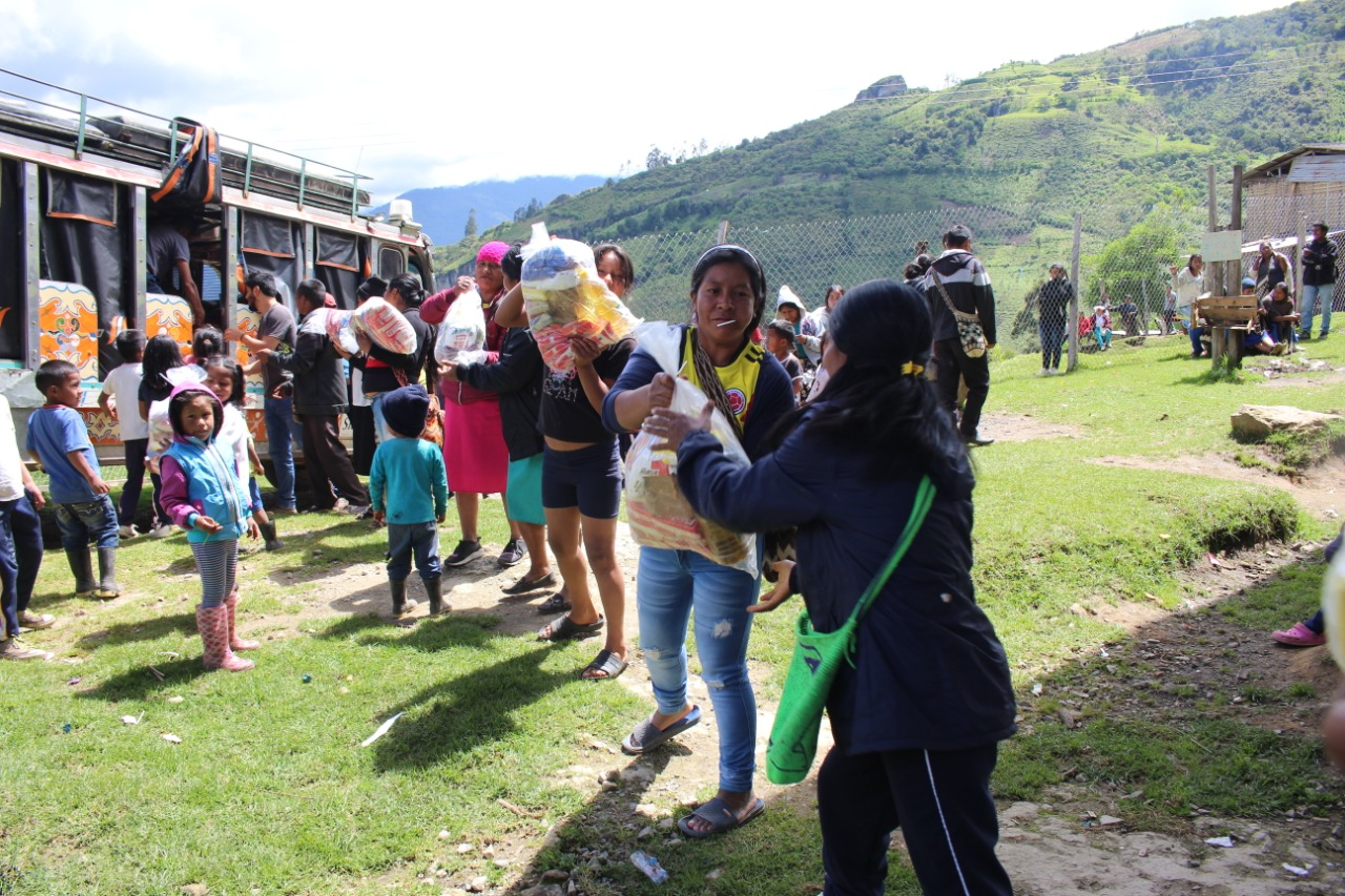 Nasa Cxha Cxha entrega apoyo nutricional a estudiantes en el municipio de Páez.