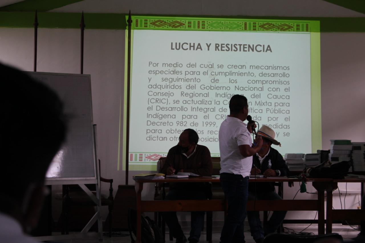 NASA ÇXHÃÇXHA EN LA COMISIÓN MIXTA CON LOS COMISONADOS INDÍGENAS DEL CAUCA.