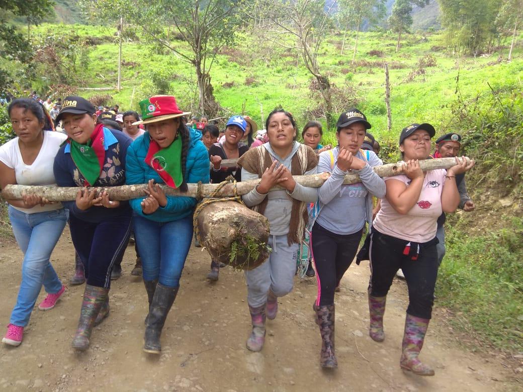 Mujeres protagonizaron cargada del Saakhelu en el resguardo de Chinas