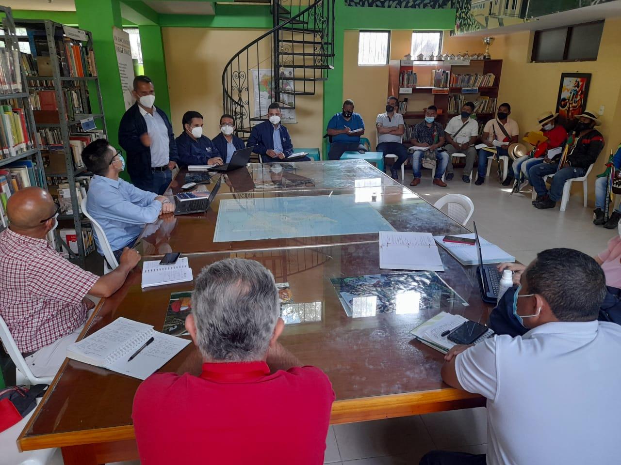 Reunión entre autoridades locales para mejorar el servicio de energía en Páez