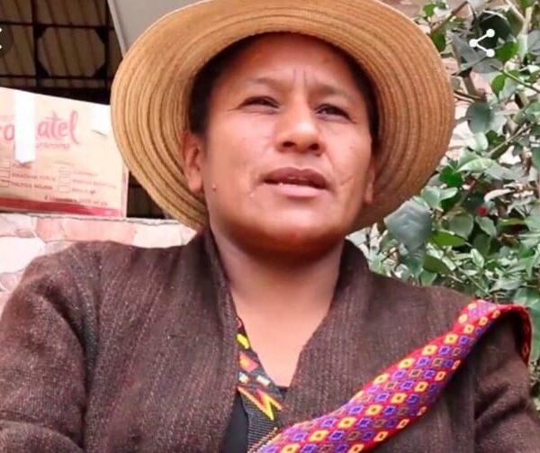 Aida Marina Quilcue Vivas mujer indígena ganadora del Premio Nacional de Derechos Humanos en Colombia 2021.